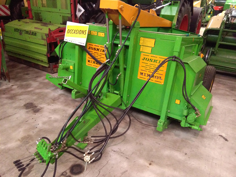 Silo unloaders / Fodder mixing wagons Joskin 2600