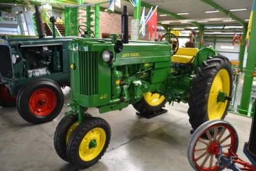 Трактора (->58кВт) до 79 л.с. John Deere Row Crop 40