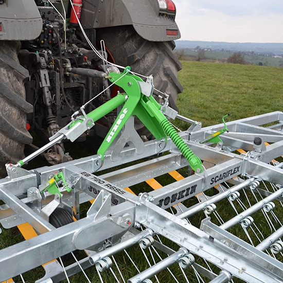 Your tractor is fitted with a hitching system of category