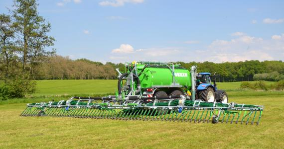 Pendislide Pro Line spreading boom with skids