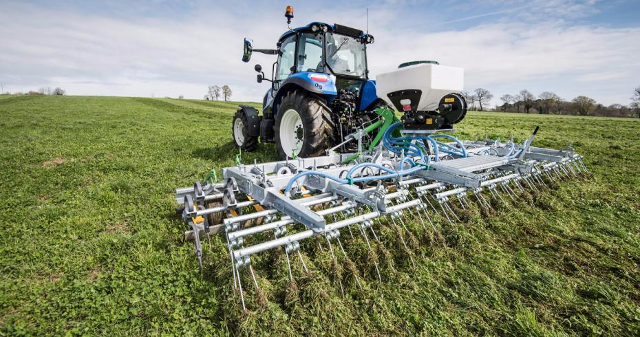 Grass harrow fitted with a seeder